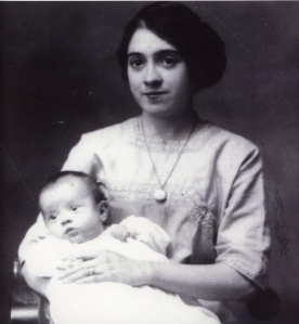Julia O'Connor Born holding Jane Born Heinmiller, 1912
